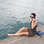 Femme avec perte de l'audition pendant la ménopause