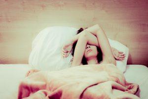 La Thérapie Comportementale et Cognitive réduit l'insomnie chez les femmes