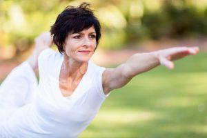 Des étirements quotidiens permettent de soulager certains symptômes de la ménopause – ou pas
