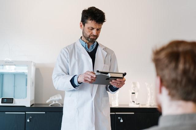 Pourquoi les médecins doivent écouter les patients